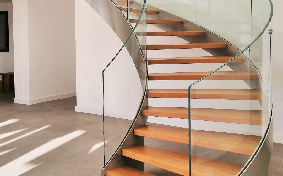 HELIKA LUX Helicoidal staircase│wooden step, railing with curved glass panels